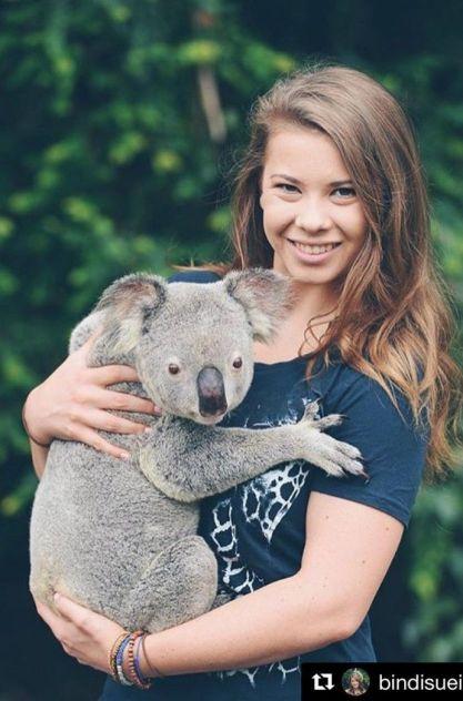bindi-irwin-koala-cuddle-australia-zoo-691x1048